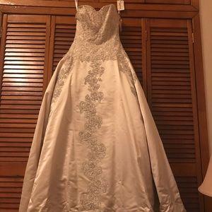 Eve of Milady Wedding Dress. Style 1411.